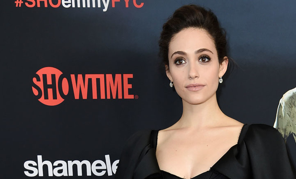 El 'little black dress' de Emmy Rossum que vas a amar